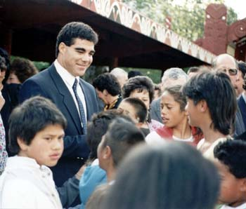 Mal Maninga and children at Turangawaewae