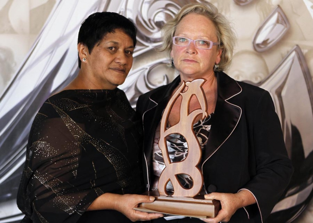 Administrator of the Year Patricia Rangi (hockey) with award sponsor Evelyn Taumaunu from Waipareira Trust.  Trillian Trust 20th Maori Sports Awards, Telstra Clear Events Centre, Manukau, Auckland, Saturday 4 December 2010. Photo: Simon Watts/photosport.co.nz