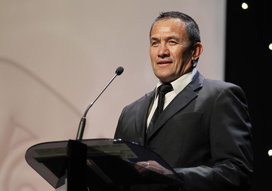 Howie Tamiti accepts Coach of the Year on behalf of Kiwis coach Stephen Kearney. Trillian Trust 20th Maori Sports Awards, Telstra Clear Events Centre, Manukau, Auckland, Saturday 4 December 2010. Photo: Simon Watts/photosport.co.nz
