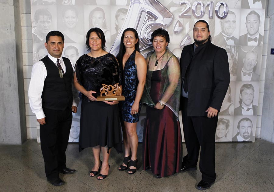 Community Initiative Award winers Te Papa Taakaro o Te Arawa, Te Arawa Pride.  Trillian Trust 20th Maori Sports Awards, Telstra Clear Events Centre, Manukau, Auckland, Saturday 4 December 2010. Photo: Simon Watts/photosport.co.nz
