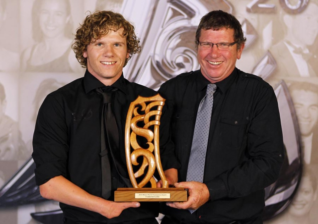 Disabled Athlete of the Year Cameron Leslie and his father. Trillian Trust 20th Maori Sports Awards, Telstra Clear Events Centre, Manukau, Auckland, Saturday 4 December 2010. Photo: Simon Watts/photosport.co.nz