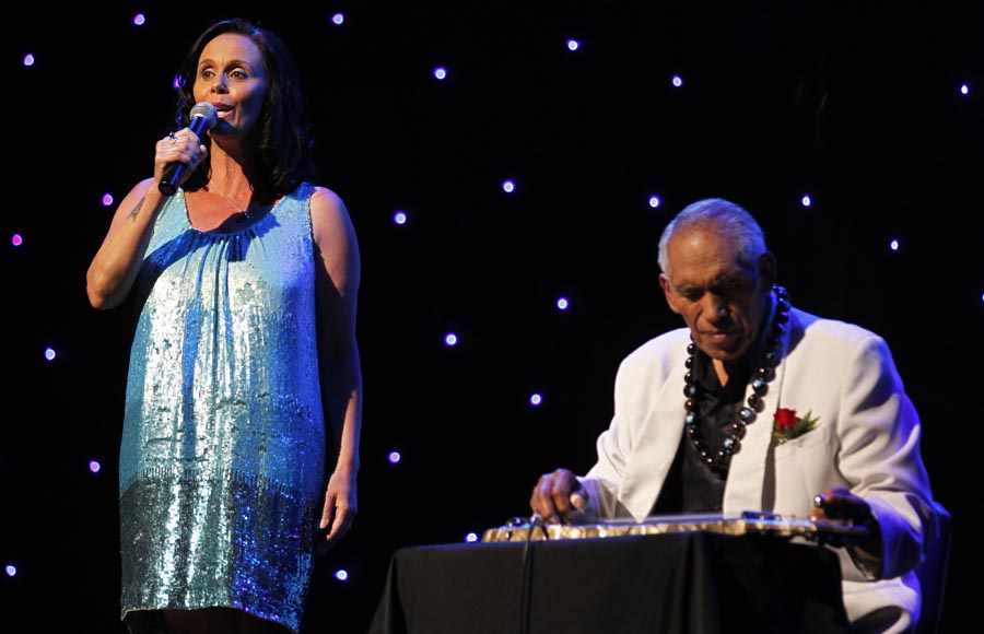 Hinewhi Mohi sings with Ben Tawhiti playing slide guitar. Trillian Trust 20th Maori Sports Awards, Telstra Clear Events Centre, Manukau, Auckland, Saturday 4 December 2010. Photo: Simon Watts/photosport.co.nz