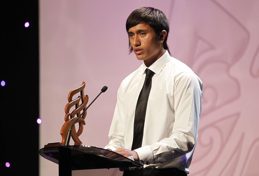 Junior Sportsman of the Year award Reuben Te Rangi presented by Parekawhia McLean, director Mighty River Power. Trillian Trust 20th Maori Sports Awards, Telstra Clear Events Centre, Manukau, Auckland, Saturday 4 December 2010. Photo: Simon Watts/photosport.co.nz