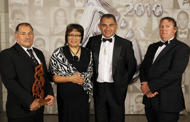 Sportsman of the Year Hosea Gear (rugby union), recieved on his behalf by Parents Ricky and Ani Gear, with presenters Eric Rush and Trillian Trust CEO Dean Agnew (R).  Trillian Trust 20th Maori Sports Awards, Telstra Clear Events Centre, Manukau, Auckland, Saturday 4 December 2010. Photo: Simon Watts/photosport.co.nz