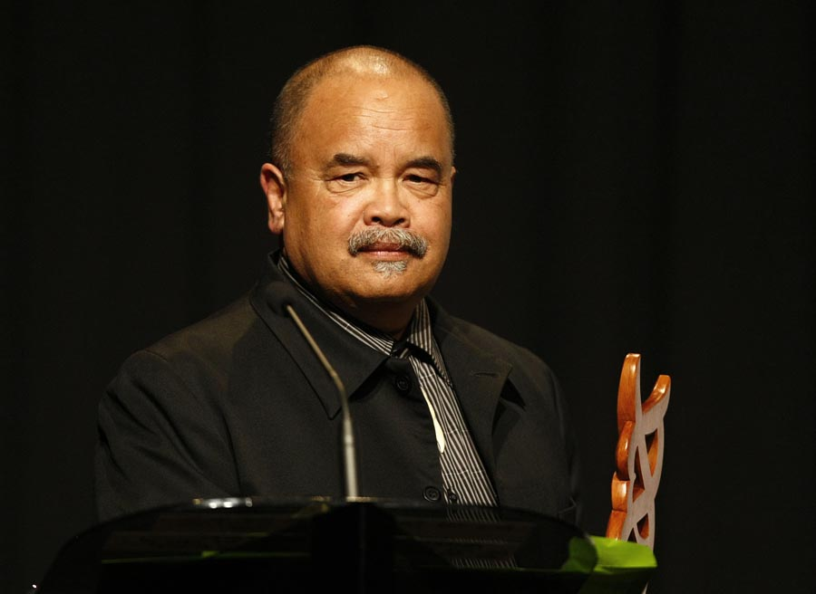 Maori Sports Media Award presented by CCA for PHARMAC Matiu Dickson. Trillian Trust Maori Sports Awards, Manukau Events Centre, Auckland. Saturday 5 December 2009. Photo: Simon Watts/PHOTOSPORT