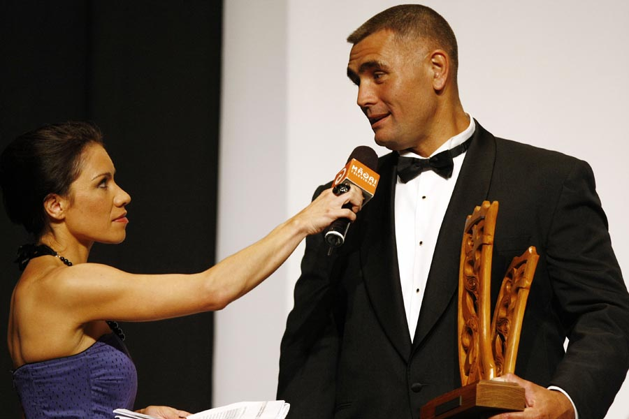 Host Stacey Morrison interviews Wood Chopping World Champion Jason Wynyard. Trillian Trust Maori Sports Awards, Manukau Events Centre, Auckland. Saturday 5 December 2009. Photo: Simon Watts/PHOTOSPORT