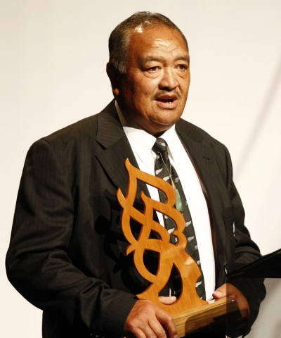 Whetu Tipiwai accepts Junior Sportsman of the Year on behalf of winner Zac Guildford (rugby). Trillian Trust Maori Sports Awards, Manukau Events Centre, Auckland. Saturday 5 December 2009. Photo: Simon Watts/PHOTOSPORT