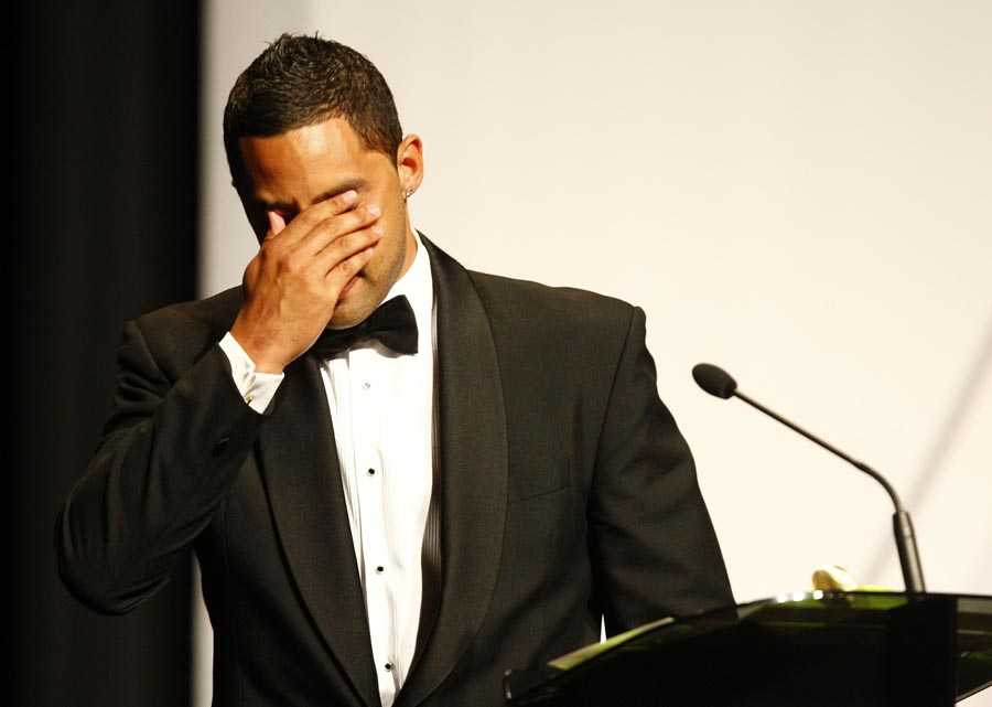 An emotional Benji Marshall accepts the Maori Sportsman of the Year Award a day after the death of his father. Trillian Trust Maori Sports Awards, Manukau Events Centre, Auckland. Saturday 5 December 2009. Photo: Simon Watts/PHOTOSPORT