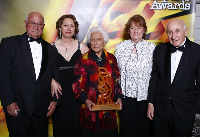 Members of the Matangi family accept a posthumous award and Hall of Fame induction for Margaret Te Kahurangi Matangi from presenter Dallas Seymour. Trillian Trust Maori Sports Awards, Manukau Events Centre, Auckland. Saturday 5 December 2009. Photo: Simon Watts/PHOTOSPORT