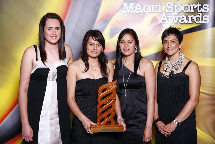Sports Team of the Year winners Tu Toa Girls Netball Team. Trillian Trust Maori Sports Awards, Manukau Events Centre, Auckland. Saturday 5 December 2009. Photo: Simon Watts/PHOTOSPORT