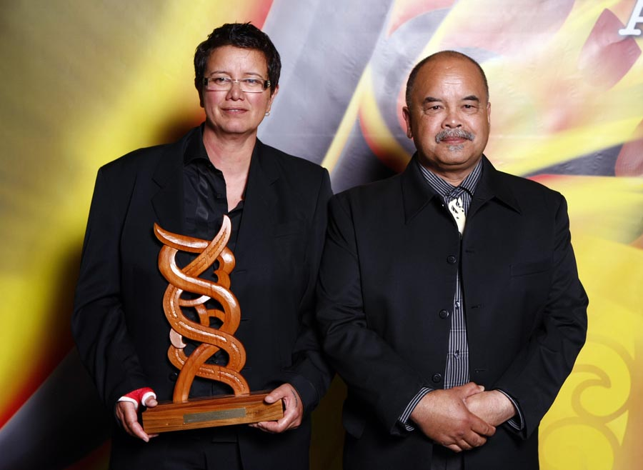 Maori Sports Media Award winner Sharon Hawke with award sponsor Matiu Dickson. Trillian Trust Maori Sports Awards, Manukau Events Centre, Auckland. Saturday 5 December 2009. Photo: Simon Watts/PHOTOSPORT