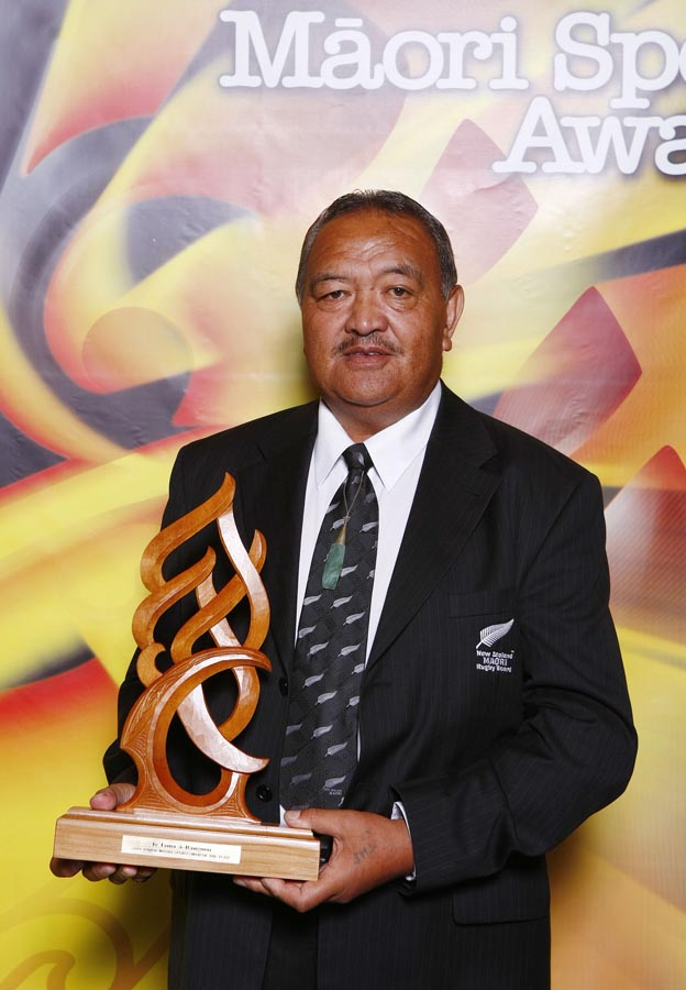 Whetu Tipiwai accepts Junior Sportsman of the Year on behalf of winner Zac Guildford (rugby). Trillian Trust Maori Sports Awards, Manukau Events Centre, Auckland. Saturday 5 December 2009. Photo: Simon Watts/PHOTOSPORT