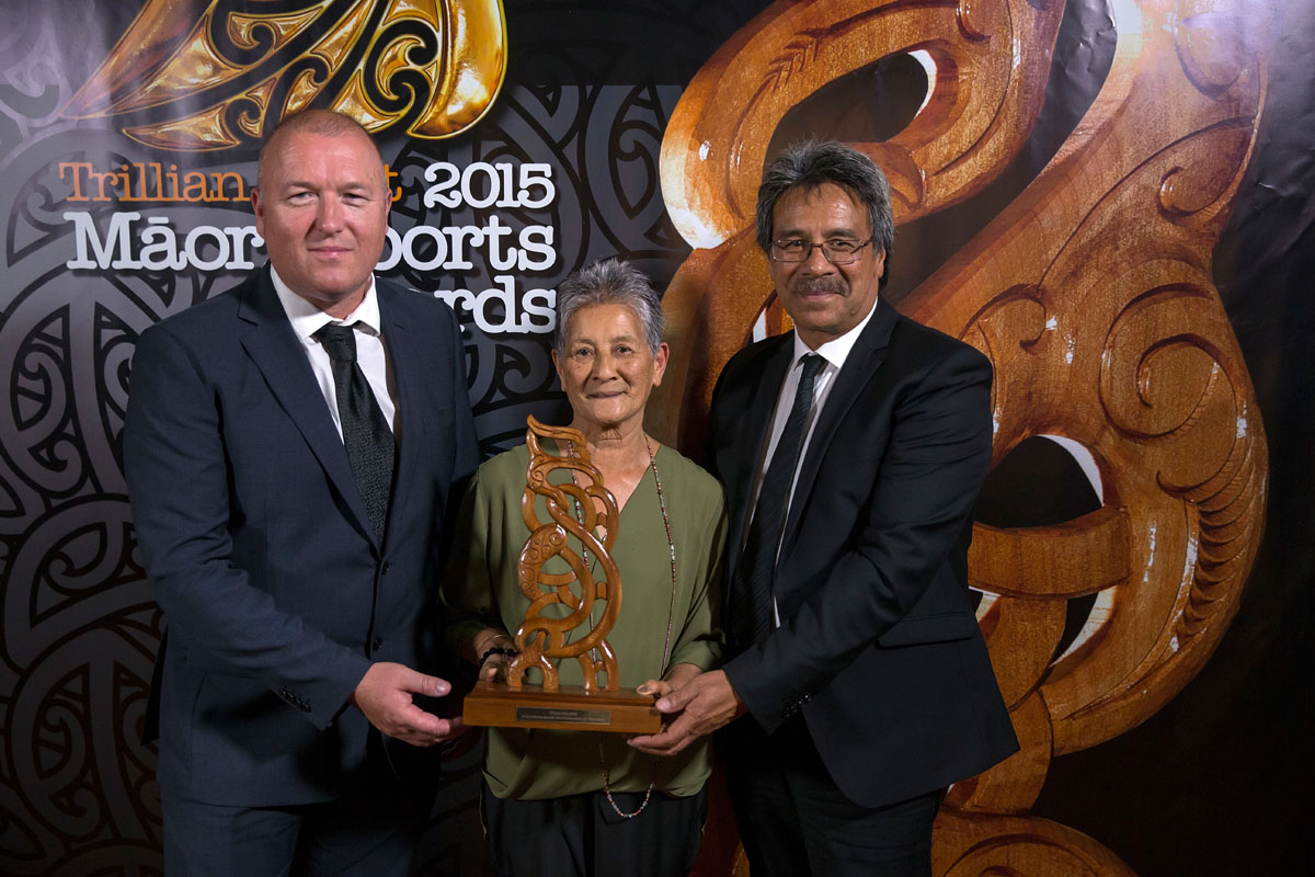Mark Leech from Fletchers presents to Doreen Carrington and Pat Carrington the Senior Maori Sportswoman Award which was won by Lisa Carrington, (Ngati Porou, Te Aitanga-a-Mahaki), Canoe Racing at the Trillian Trust Maori Sports Awards, Turangawaewae Marae, River Road, Ngaruawahia, Saturday, November 28, 2015. Copyright photo: David Rowland / www.photosport.nz