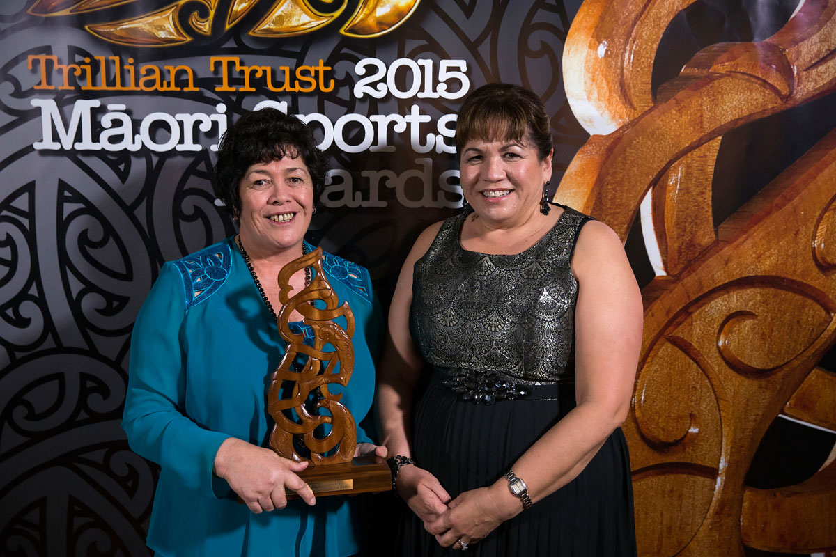 Heneriata Milner, left, accepts the Senior Maori Sportsman Award on behalf of her son Nehe Milner-Skudder, (Ng?ti Porou, Tapuika), Rugby frpm Hinerangi Raumati from AFL at the Trillian Trust Maori Sports Awards, Turangawaewae Marae, River Road, Ngaruawahia, Saturday, November 28, 2015. Copyright photo: David Rowland / www.photosport.nz