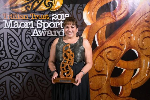 Hinerangi Raumati from AFL presents the Senior Maori Sportsman Award at the Trillian Trust Maori Sports Awards, Turangawaewae Marae, River Road, Ngaruawahia, Saturday, November 28, 2015. Copyright photo: David Rowland / www.photosport.nz