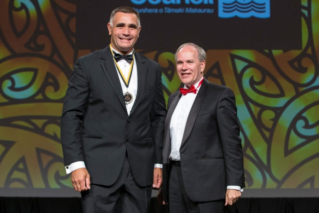 Auckland Mayor Len Brown presents the Auckland Council Maori in World Champions Award to power sawing`s Jason Wynyard (L) at the Maori Sports Awards 2014, Vodafone Events Centre, Manukau, Auckland, New Zealand, Saturday, November 29, 2014. Photo: David Rowland/Photosport