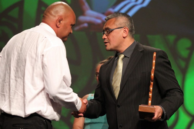 2013  Jim Mather presents the Moari Sports Coach of the Year award to Sean Horan for sevens. Accepted by Tiki Edwards from the NZRU at the Trillian Trust Maori Sports Awards at Vodafone Events Centre, Manukau. Photo: Fiona Goodall/photosport.co.nz