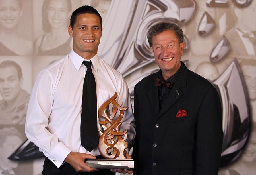 Referee of the Year Henry Perenara (Rugby League), presented by NZCT BOP Regional Trustee Trevor Maxwell.  Trillian Trust 20th Maori Sports Awards, Telstra Clear Events Centre, Manukau, Auckland, Saturday 4 December 2010. Photo: Simon Watts/photosport.co.nz