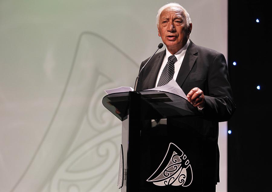 MIT Scholarships presented by Kukupa Tirikatene, Kaiakau, MIT. Trillian Trust 20th Maori Sports Awards, Telstra Clear Events Centre, Manukau, Auckland, Saturday 4 December 2010. Photo: Simon Watts/photosport.co.nz