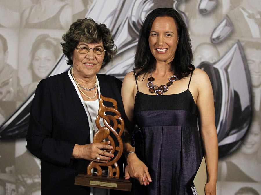Maori Sportswoman of the year recieved on behalf of Joelle King (squash), presented by Farah Palmer. Trillian Trust 20th Maori Sports Awards, Telstra Clear Events Centre, Manukau, Auckland, Saturday 4 December 2010. Photo: Simon Watts/photosport.co.nz