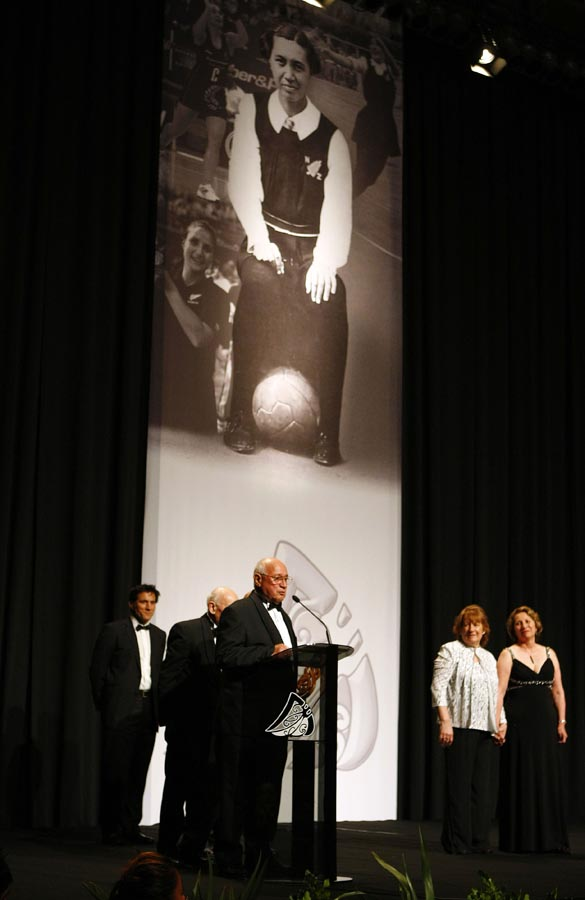 Members of the Matangi family accept a posthumous award and Hall of Fame induction for Margaret Te Kahurangi Matangi. Trillian Trust Maori Sports Awards, Manukau Events Centre, Auckland. Saturday 5 December 2009. Photo: Simon Watts/PHOTOSPORT
