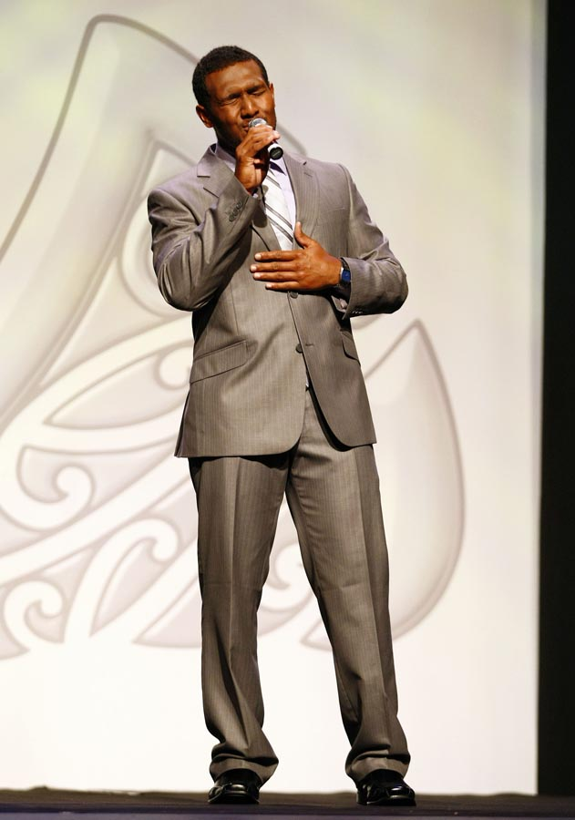 Roland Williams sings. Trillian Trust Maori Sports Awards, Manukau Events Centre, Auckland. Saturday 5 December 2009. Photo: Simon Watts/PHOTOSPORT