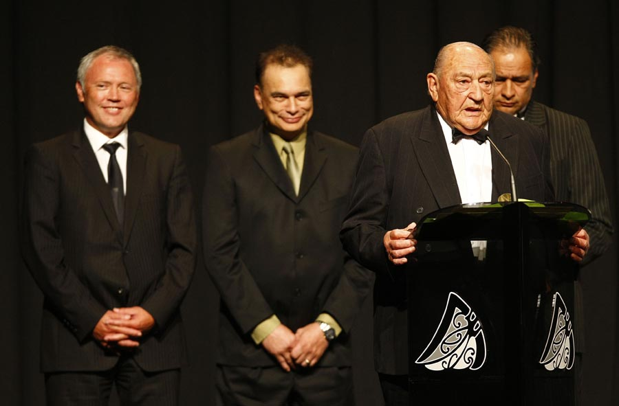 Wiremu Pryor presents the Albie Pryor Memorial for Maori Sportsperson of the Year to Benji Marshall (rugby league) . Trillian Trust Maori Sports Awards, Manukau Events Centre, Auckland. Saturday 5 December 2009. Photo: Simon Watts/PHOTOSPORT