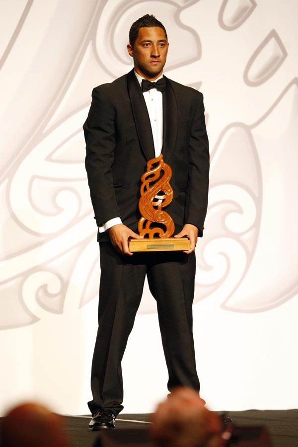 Albie Pryor Memorial Maori Sports Person of the Year Award winner Benji Marshall (rugby league). Trillian Trust Maori Sports Awards, Manukau Events Centre, Auckland. Saturday 5 December 2009. Photo: Simon Watts/PHOTOSPORT
