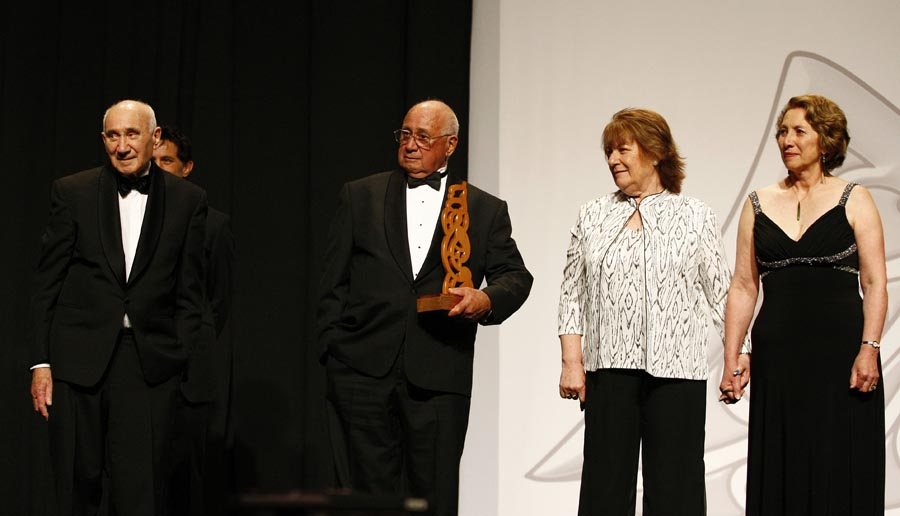 Members of the Matangi family accept a posthumous award and Hall of Fame induction for Margaret Te Kahurangi Matangi from presenter Dallas Seymour. Trillian Trust Maori Sports Awards, Manukau Events Centre, Auckland. Saturday 5 December 2009. Photo: Simon Watts/PHOTOSPORT