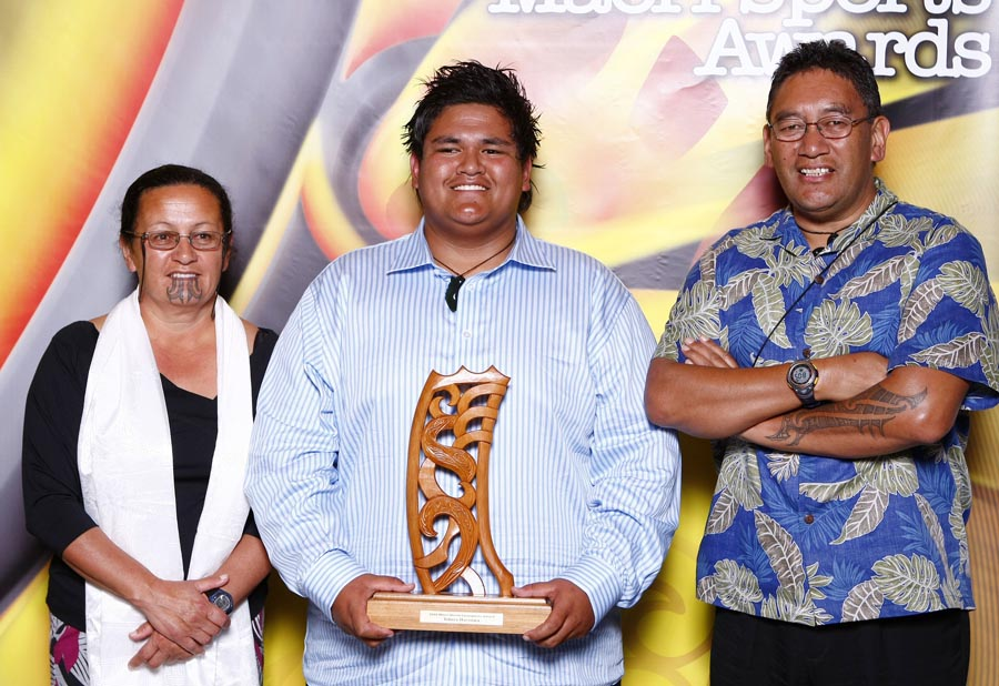 World champion power lifter Tohora Harawira and whanau. Trillian Trust Maori Sports Awards, Manukau Events Centre, Auckland. Saturday 5 December 2009. Photo: Simon Watts/PHOTOSPORT