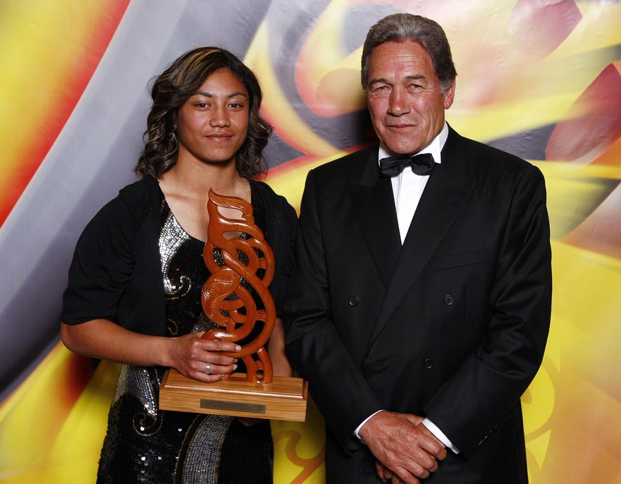 Senior Maori Sportswoman of the Year Renee Wickliffe with award presenter Winston Peters. Trillian Trust Maori Sports Awards, Manukau Events Centre, Auckland. Saturday 5 December 2009. Photo: Simon Watts/PHOTOSPORT