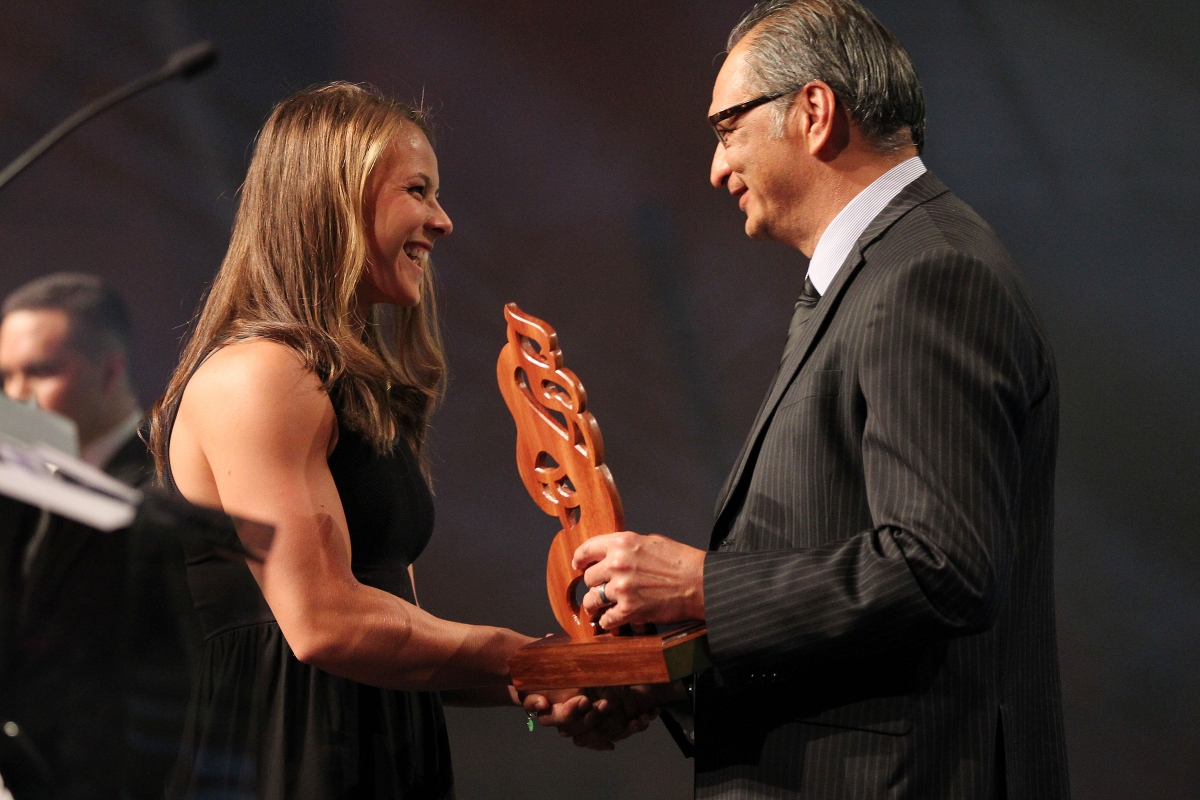 2013  Kevin Pryor presents the Maori Sportsperson of the Year Award to Lisa Carrington for canoeing at the Trillian Trust Maori Sports Awards at Vodafone Events Centre, Manukau. Photo: Fiona Goodall/photosport.co.nz