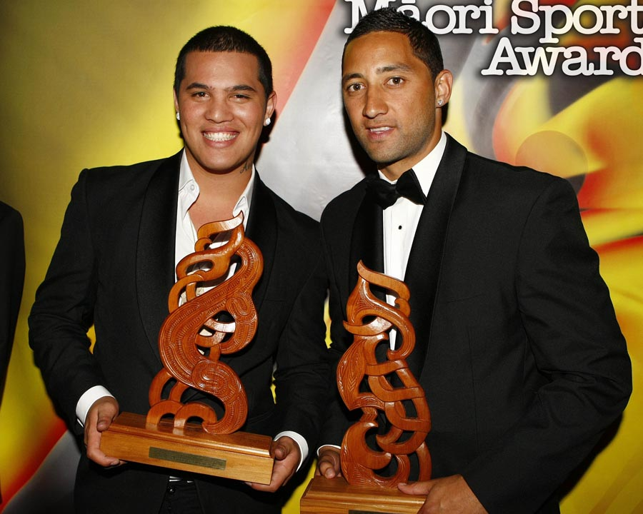 Supreme Award winner and Sportsman of the Year Benji Marshall poses with Australian Idol winner Stan Walker. Trillian Trust Maori Sports Awards, Manukau Events Centre, Auckland. Saturday 5 December 2009. Photo: Simon Watts/PHOTOSPORT